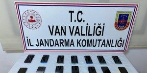 Van'da 73 bin 500 TL değerinde kaçak cep telefonu ele geçirildi