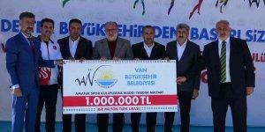 Van'da amatör spor kulüplerine 1 milyonluk destek