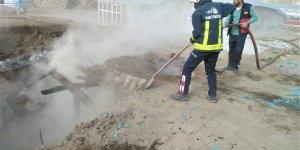 Özalp'ta tandır evi ve odunlukta çıkan yangın hasara yol açtı