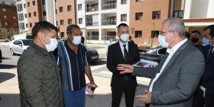 Elazığ Valisi Dr. Ömer Toraman deprem konutlarını inceledi