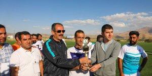 Gürpınar'ın şampiyonu Arkboyuspor oldu
