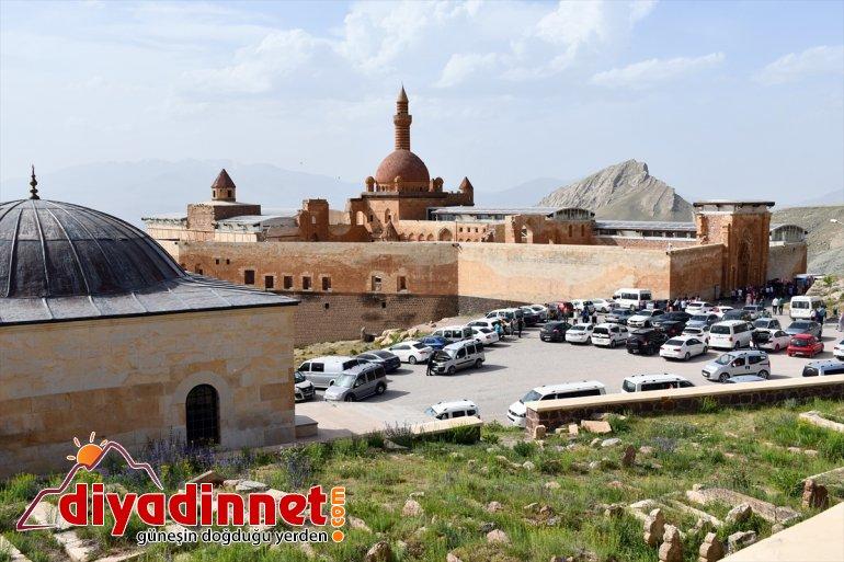 Tarihi İshak Paşa Sarayı'nda bayram yoğunluğu
