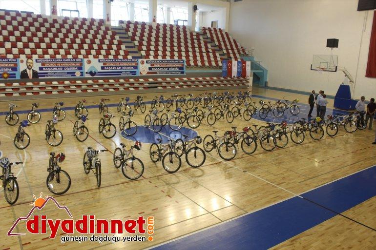 Yetim ve öksüz çocuklara bayramlık bisiklet