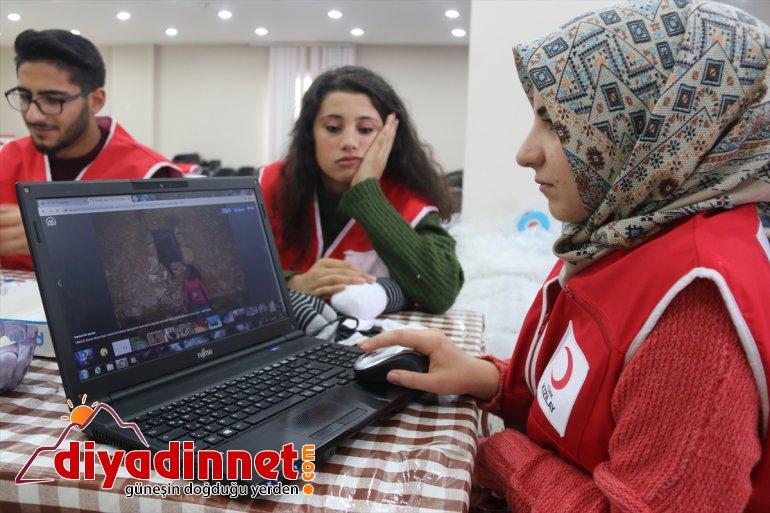 """Türk Kızılayı gönüllüleri AA'nın """"Yılın Fotoğrafları"""" oylamasına katıldı"""
