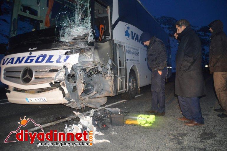 Ağrı'da otobüsle otomobilin çarpışması sonucu 1 kişi öldü, 1 kişi yaralandı
