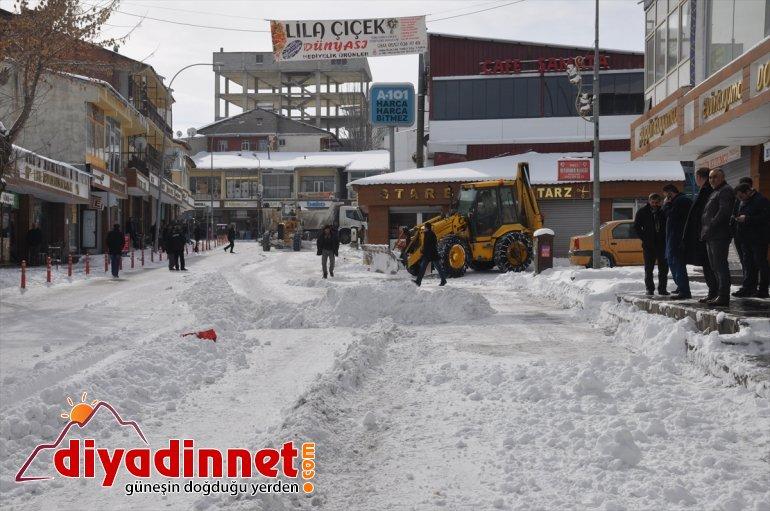 Bulanık'ta karla mücadele çalışmaları