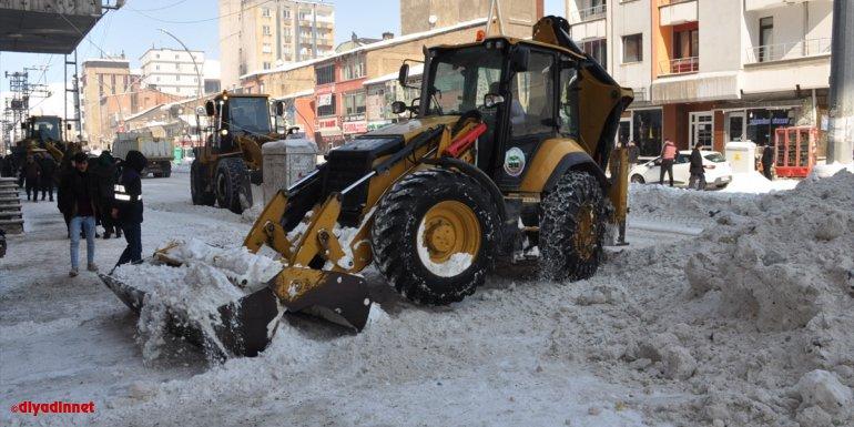 Yüksekova'da karla mücadele çalışmaları