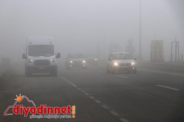 Ağrı'da yoğun sis sürücülere zor anlar yaşattı