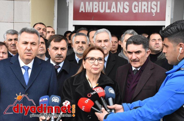 Bakan Pekcan, Ağrı'daki roketli saldırıda yaralanan gümrük personelini ziyaret etti