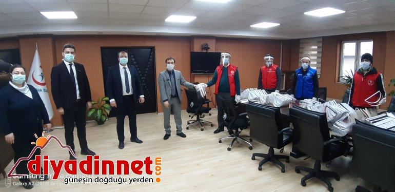 Ağrı Gençlik Merkezi 200 siperli maskeyi teslim etti