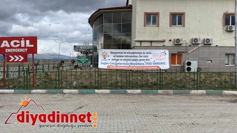 AK Parti Doğubayazıt Gençlik Kollarından sağlık çalışanlarına pankartlı destek