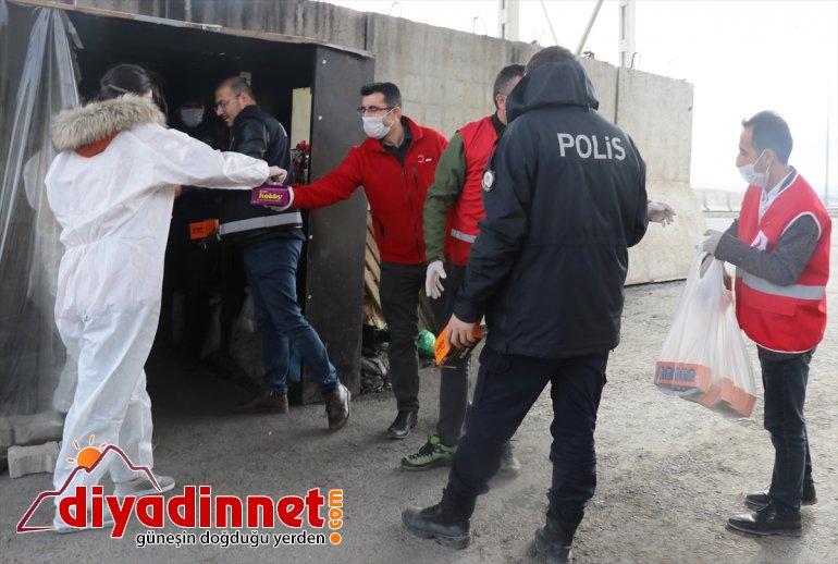 Kızılay gönüllülerinden Ağrı'daki polis ve sağlık görevlilerine kandil simitli moral