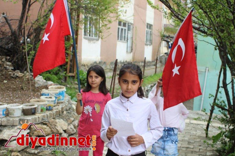 Hakkarili evlerini çocuklar kutladı süsleyerek 23 Nisan'ı 4
