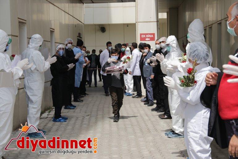 alkışlarla kişi oldu - taburcu gören Erciş'te VAN aileden aynı tedavisi Kovid-19 10 6