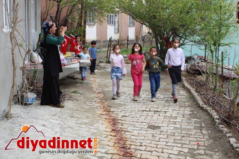süsleyerek Nisan'ı 23 kutladı Hakkarili evlerini çocuklar 6