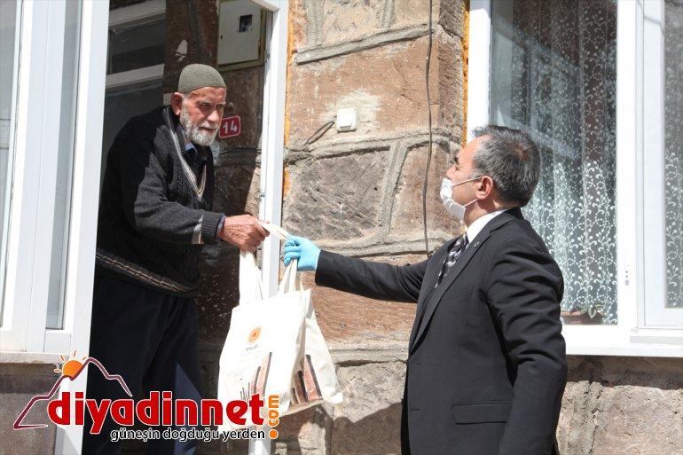 yaşlılara Ahlat ve ramazan Belediyesinden pidesi ikramı hurma 4
