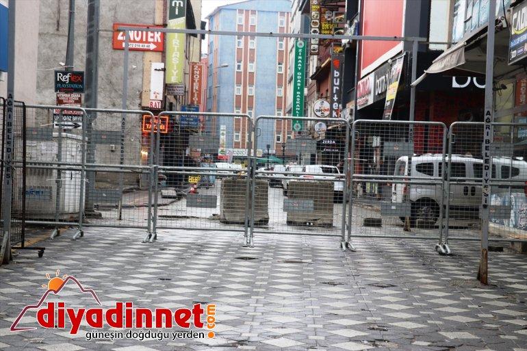Ağrı'da vatandaşlar, bariyerle kapatılan caddeye ateşleri ölçüldükten sonra alınıyor