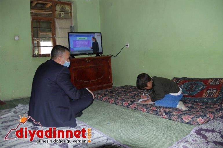 için Van'da evleri yanan derslerini hediye televizyon kardeşlere izleyebilmeleri edildi 7