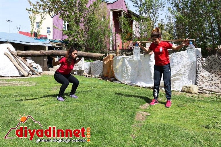 sığdırıyor antrenmanlarını sporcuları evlerinin bahçesine koşu Kayaklı 9