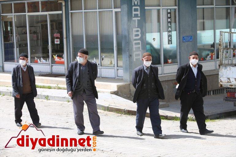 """Tunceli'de """"Vefalı eller""""den yaşlılara Munzur Vadisi gezisi"""