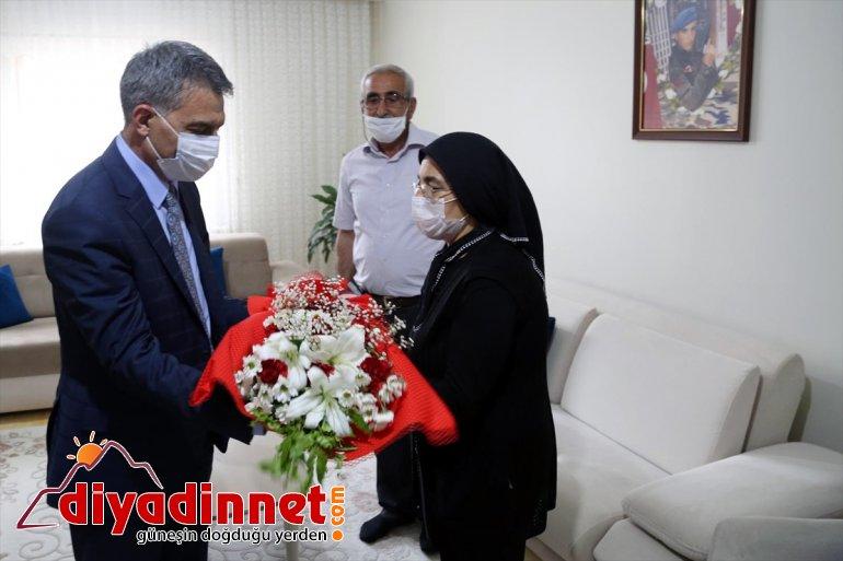 ailesine Tunceli Özkan, yaptı ziyaretini ilk şehit Valisi 4