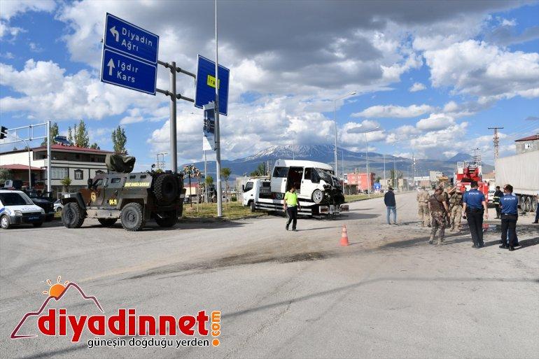 çarpıştı: ile Zırhlı araç AĞRI ağır yaralı askeri 1 - minibüs 2