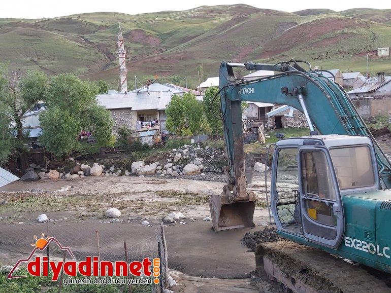 Ağrı da sel felaketinde işçiler ölümle burun buruna geldi11