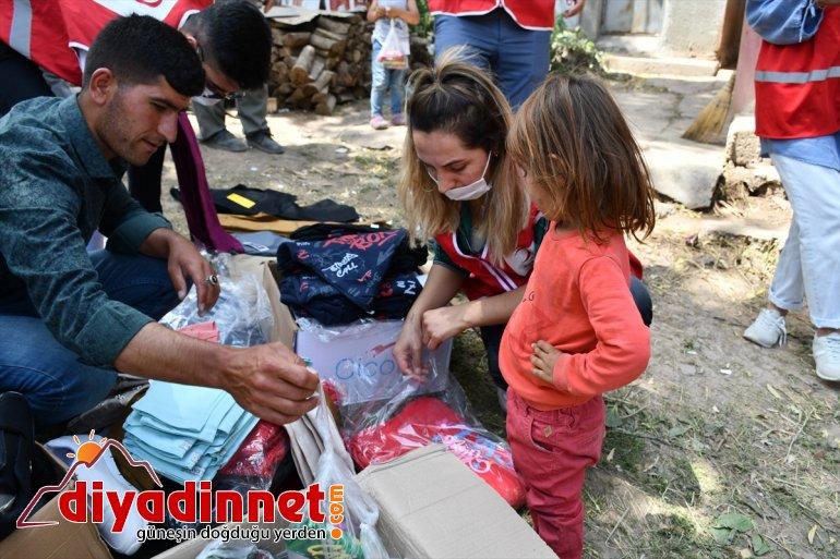 güldü yüzü Ağrı'da gören Kızılay'ın zarar hediyeleriyle selden köydeki çocukların 3