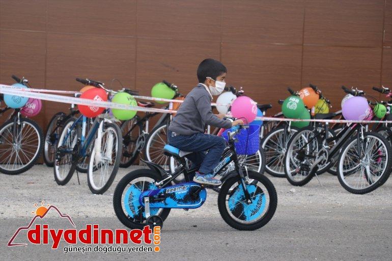 - bisikletlerle 300 yüzü Bayram çocuğun güldü AĞRI öncesi hediye 6