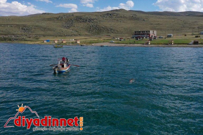 Deliveli, yüzerek geçti Balık Yüzücüsü Emre Ağrı'daki Gölü'nü IĞDIR - Maraton 9
