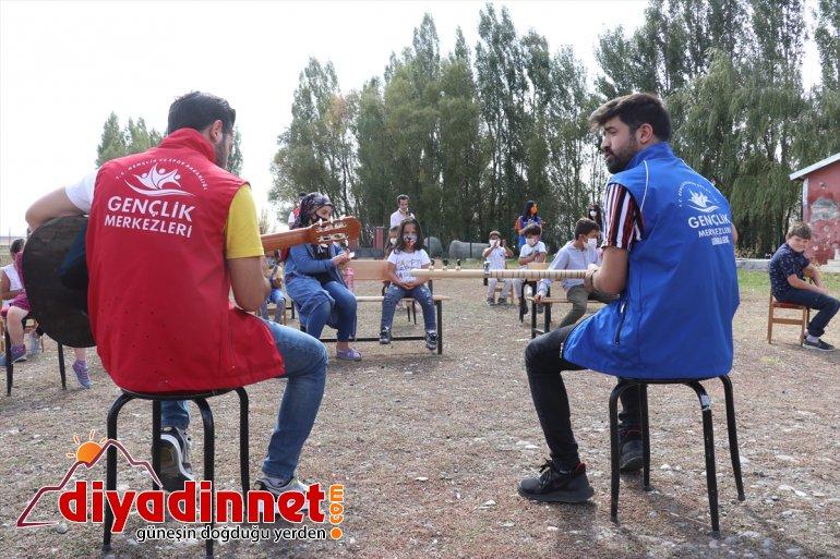 köy Ağrı'da çocuklarına gönüllülerden başlayan eğitime konser sürprizi yüz yüze 6