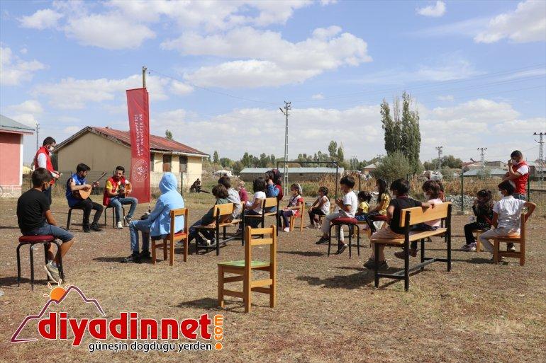 köy başlayan gönüllülerden sürprizi yüze Ağrı'da eğitime konser çocuklarına yüz 9