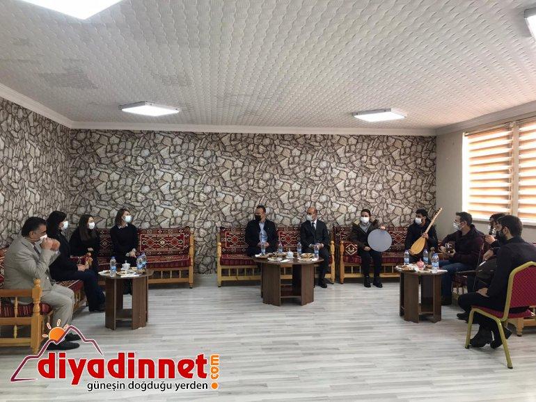 Milli Eğitim Müdürü Tekin Fedakar Müzik Öğretmenlerine plaket verdi.