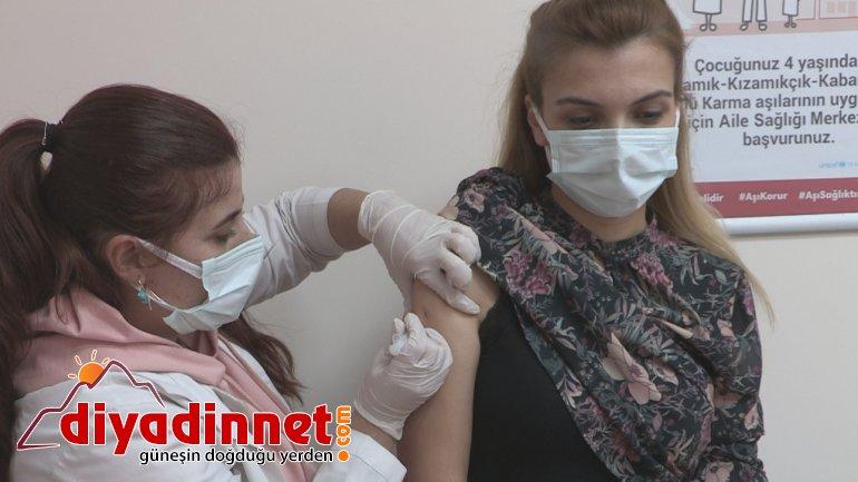 Ağrı'da sağlık çalışanlarına CoronaVac aşısının ilk dozu yapılmaya başlandı