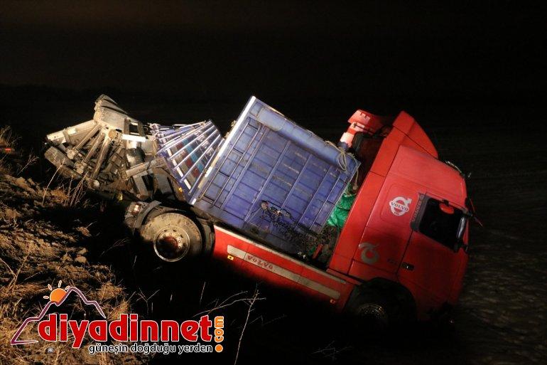 kayganlaşan zincirleme 3 trafik nedeniyle Buzlanma yaralı AĞRI kazası: - yolda 3