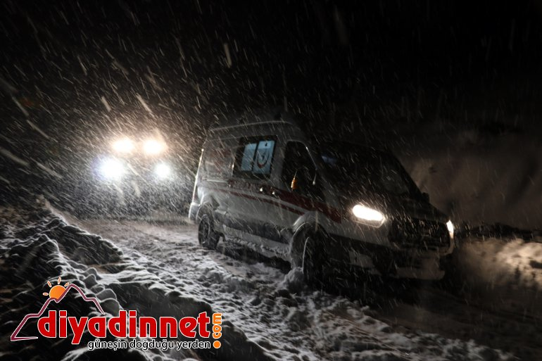 kardan ambulans hamile kapanan yolu yetişti köydeki yardımına kadının Ağrı'da paletli 8