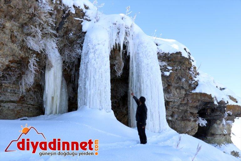 Dondurucu soğukların yaşandığı Ağrı da metrelik buz sarkıtları oluştu3