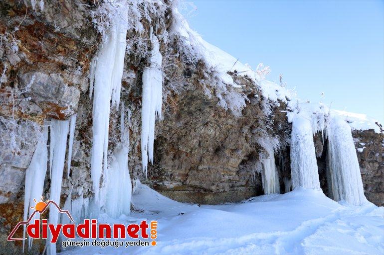 Dondurucu soğukların yaşandığı Ağrı da metrelik buz sarkıtları oluştu9
