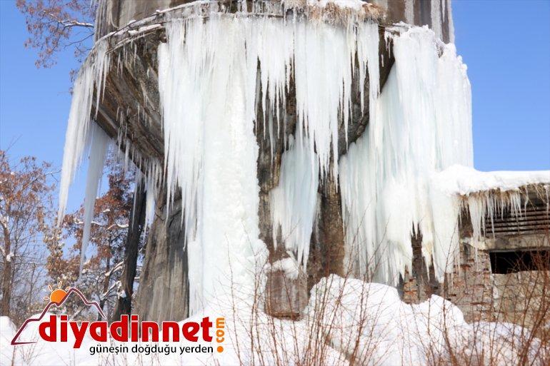 Dondurucu soğukların yaşandığı Ağrı da metrelik buz sarkıtları oluştu11