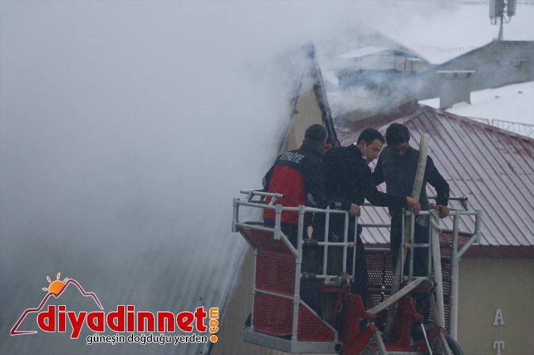 Binanın çıkan AĞRI yangın oldu neden - çatısında hasara 3