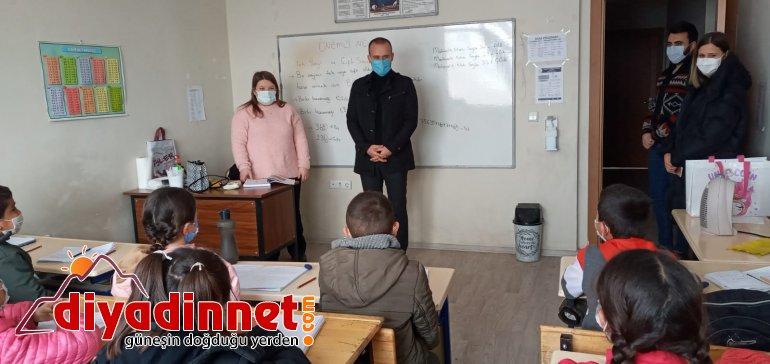 Ağrı Milli Eğitim Müdürü Tekin köy okullarını ziyaret etti5