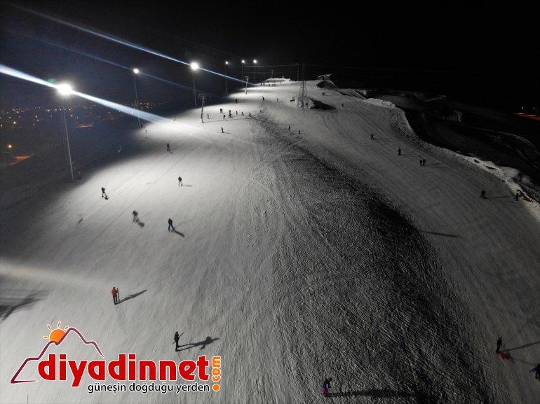 kayak de geceleri Merkezi AĞRI - aydınlatılan Pistleri Kayak sunuyor keyfi Küpkıran 2