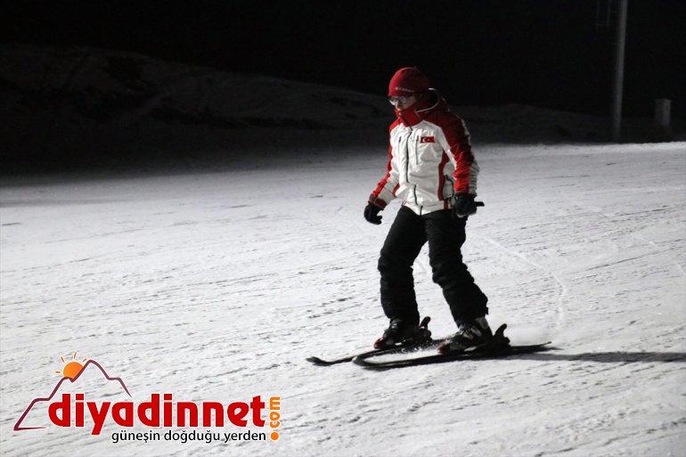 kayak geceleri sunuyor - Merkezi aydınlatılan Pistleri Kayak Küpkıran de keyfi AĞRI 16