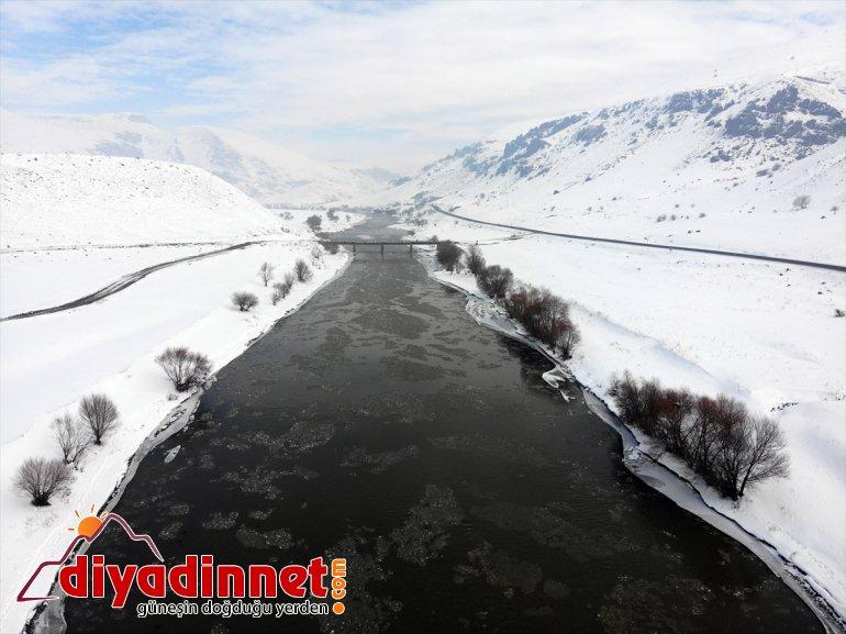 akan Nehri'nin buzlar görsel şölen yüzeyinde sundu Murat 6