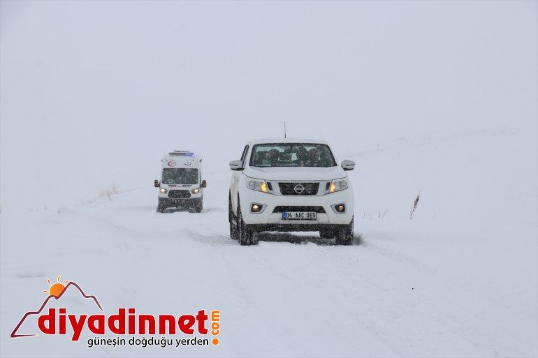 Ağrı da mobil sağlık çalışanları yaşlılara Kovid aşısı yapmak için karlı dağları aşıyor4