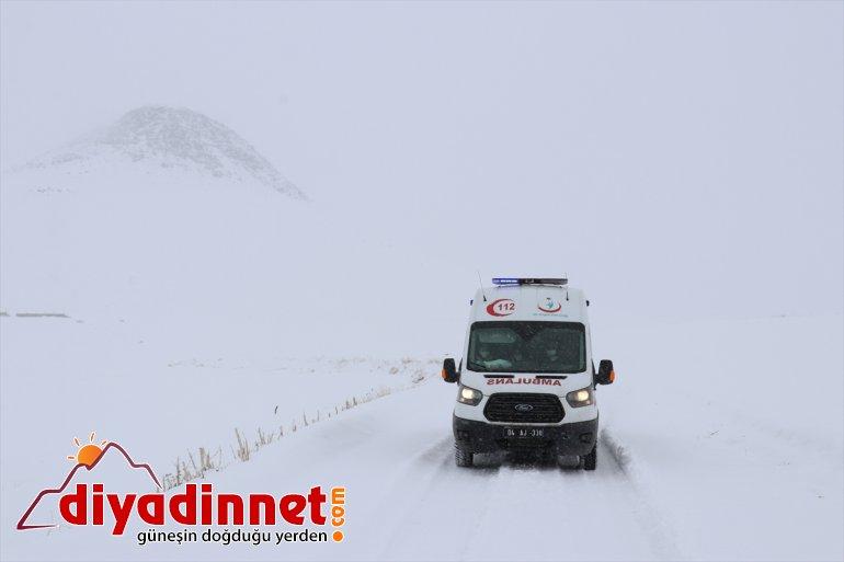 Ağrı da mobil sağlık çalışanları yaşlılara Kovid aşısı yapmak için karlı dağları aşıyor10