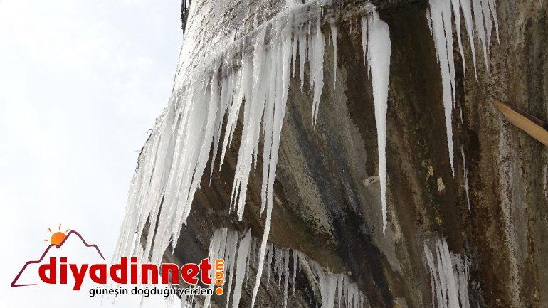 Ağrı da su deposu dondu buz kütleleri oluştu2