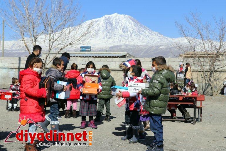 AĞRI köy gönderilen çift, yurdun - çocuklarını bir kıyafetlerle dört yanından kışlık Hayırsever sevindiriyor 10