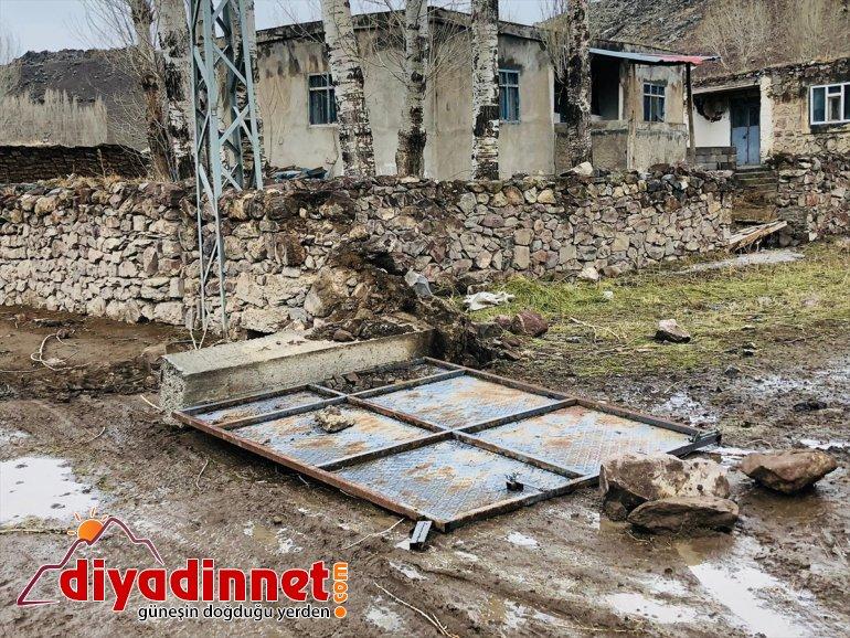 AĞRI evlerin uçurdu Şiddetli fırtına - köydeki çatılarını 3
