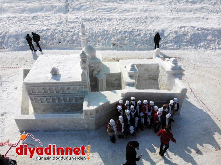ilgi heykeller '1. gördü ile kayakçıların Festivali'nde Kar ve milli Buz kardan gösterisi Ağrı'daki 23